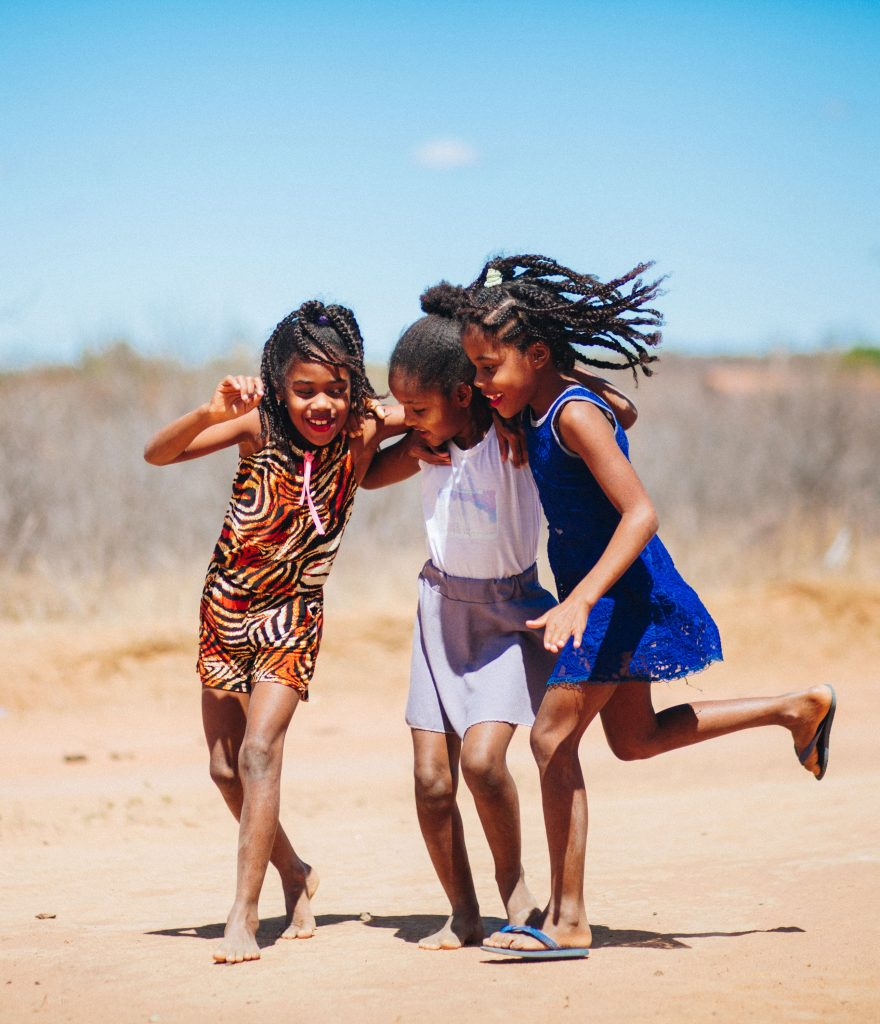 fotografia de meninas no sertão