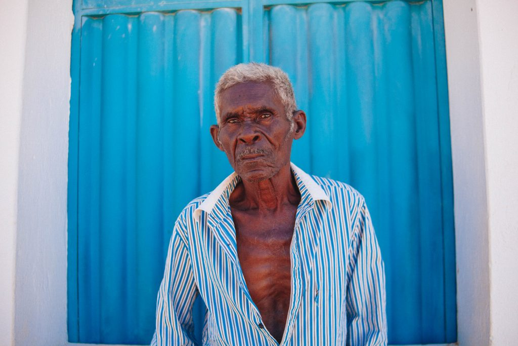 fotografia de idoso no sertão